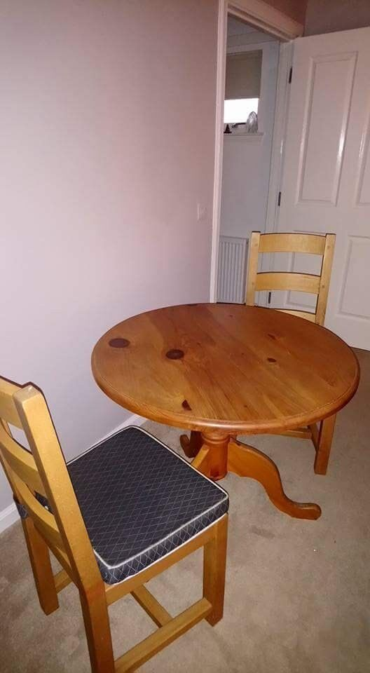 Solid Pine Diningroom Table and 4 Chairs