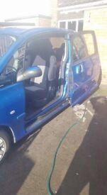 Peugeot 1007, 12 month test electric doors