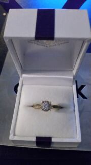 9CT Yellow gold / Diamond Engagement Ring  Toronto Lake Macquarie Area Preview