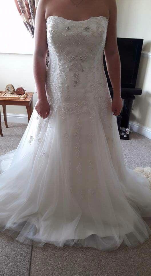 Callister wedding dress size 12/14. Unworn as new. Stunning beaded detail.