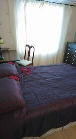 Double bedroom for rent in 3 bedroom property Mon-Fri.