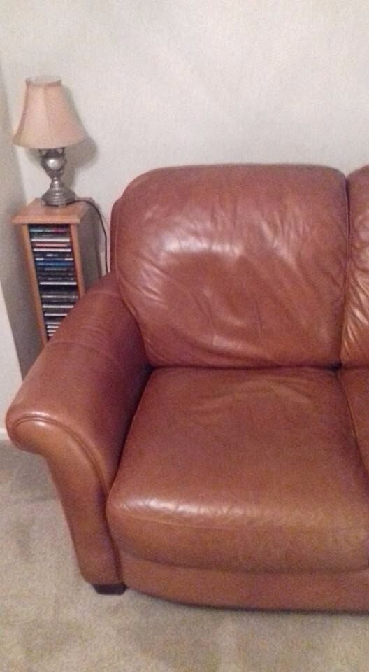 Tan leather 2 seater settee, excellent condition