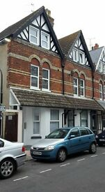 LARGE SINGLE AND DOUBLE ROOMS (COUPLES AVAILABLE) NEXT TO TOWN HALL. EASTBOURNE.