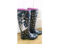 BEAUTIFUL NEW Joules QUALITY Womens WATERBOOTS Boots Navy - Horse print Size 6