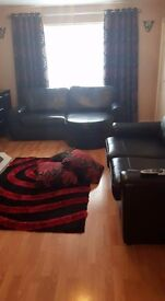 Black leather large 3-4 relaxer sofa +matching 2-3 seater sofa
