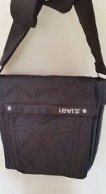 New Levi's unisex shoulder/across body bag. Brown.