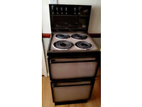 BERGAIN. New/very little used Belling cooker. Oven, Grill, hobs. Immaculate. Retro style. DELIVERY