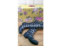 BEAUTIFUL NEW Joules QUALITY ladies WATERBOOTS Boots Navy - Horse print Size 6
