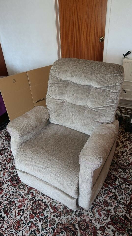 Pride LC 101 Riser and Recliner Armchair, in perfect condition.