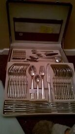100 piece cutlery set