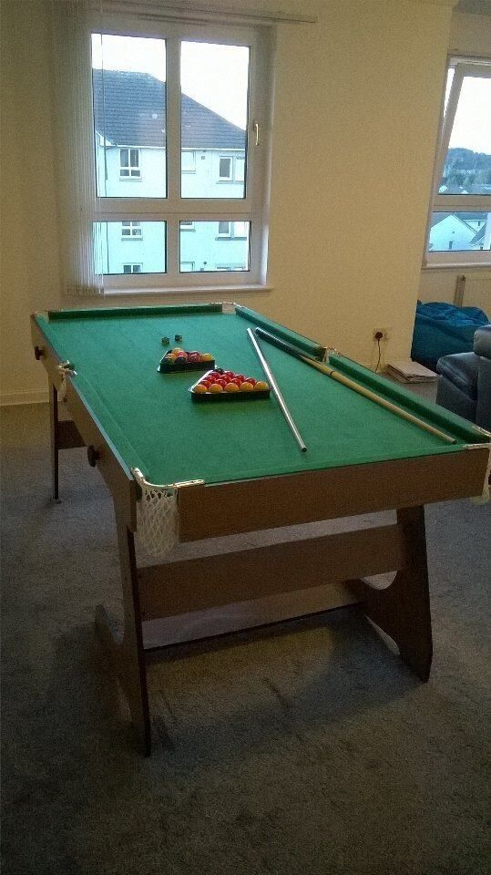 6ft BY 3 POOL TABLE. (FOLDABLE)