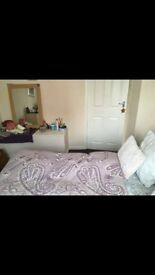 single room with double bed Royal Victoria/Canning Town