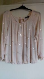 Ladies Wallace top ex cond size LRG