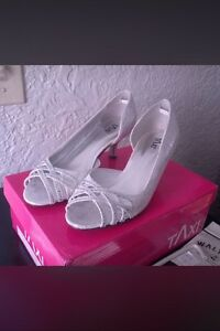New, ladies heels size 6
