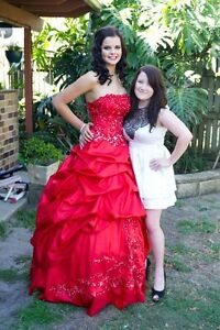 Stunning red formal gown Kippa-ring Redcliffe Area Preview