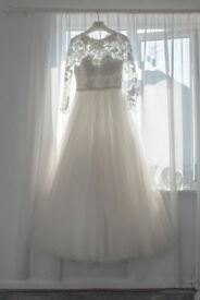 Beautiful ivory wedding dress, size 10