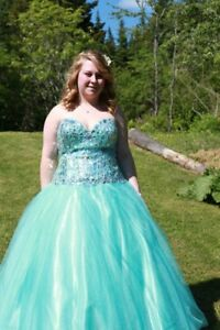 Beautiful blue prom dress!
