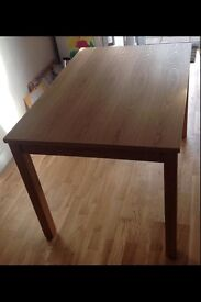 Lovely wooden dining table, vgc!