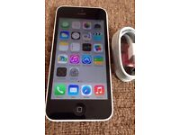 Apple IPhone 5c White. In nice condition. In original box. On O2 / giffgaff