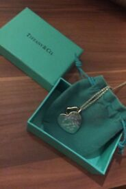 Woman's Tiffany and co necklace like new