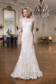Beautiful Justin Alexander wedding dress size USA 10