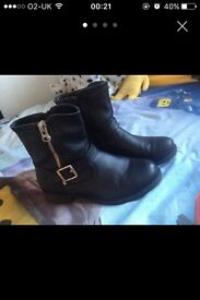 Girls Black Ankle Boots size uk3