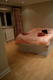 Big, Ensuite Bedroom in Modern Mews Home