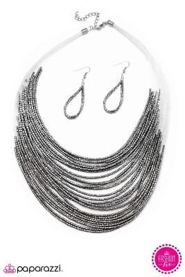 New Paparazzi Jewelry Catwalk Queen   Silver  Necklace And Earrings  Nwt