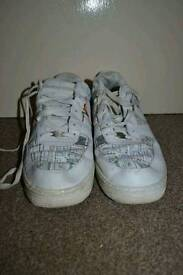 Size 11 men's Nike trainers