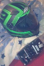 Medium Motorcycle Helmet + Gloves (Medium)