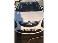 White Vauxhall Zafira 64 CDTI SRI