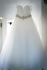 Angelique Lamont wedding dress