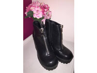 River Island Chunky boots with zip detail worn once SIZE 7