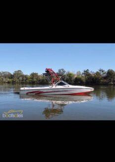 2005 Centurion T5 Bowrider Ski/Wake Boat