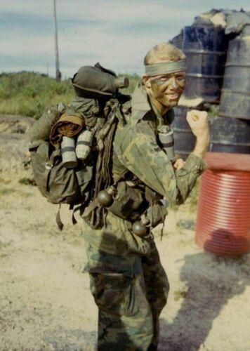 Vietnam War U.S. Army LRRP Patrol Member Deploys Grainey Glossy 8x10 Photo