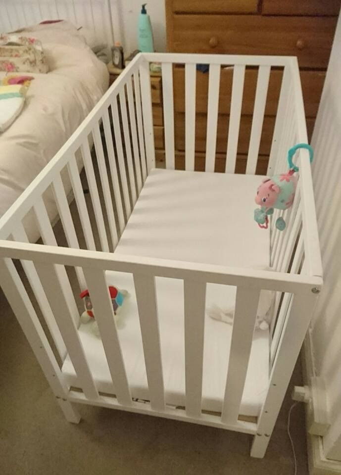 White cot normal size (not cot-bed)