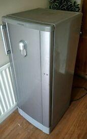 Samsung large capacity fridge with water dispenser