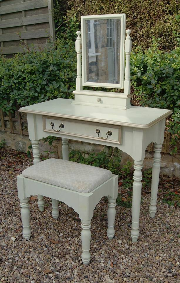 Mirrored Vanity Table And Stool: Green And Gold Dressing Table, Mirror And Stool