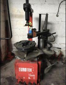 EuroTek T2000 Tyre Balancing Machine & Tyre Changing Machines