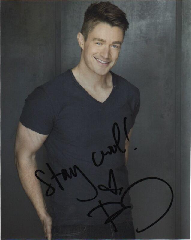 Robert Buckley iZombie Autographed Signed 8x10 Photo COA B