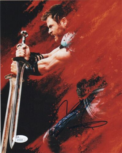 Chris Hemsworth Thor Ragnarok Autographed Signed 8x10 Photo JSA COA #A2