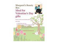 Women's perfume gift set with vanity case