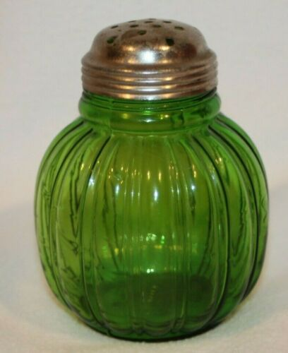 VINTAGE GREEN GLASS SUGAR SHAKER  - NICE! - NORTHWOOD?