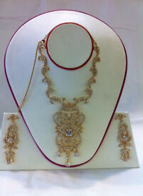 Contemporary & Indian & Bridal Jewellery, Hair Accessories,Earrings,Jewellery boxes,Tiaras,Bracelets