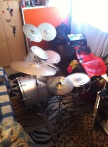Silver Mapex drum set with a couple Pearl Essentials.