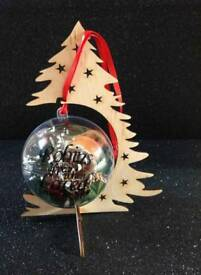 Robins appear when loved ones are near bauble