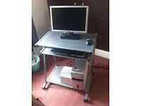 Dell Computer - Microsoft Vista. incl: monitor, keyboard, mouse, speaker system (not the table)