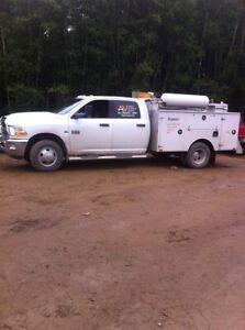 Service truck Ram 3500 4x4 dually diesel