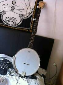 Banjo in mint condition + case