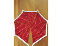 DOUBLE SIDED RED / WHITE HEART PARTY BUNTING